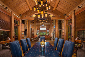 Montana Log home dinning room
